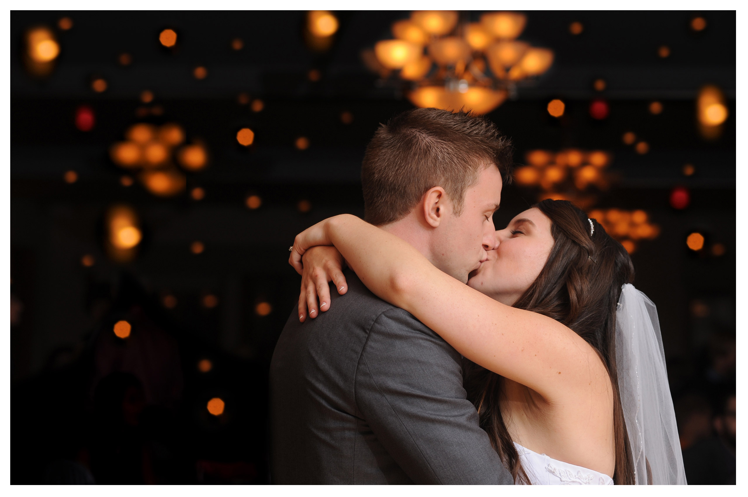 michigan wedding photographer takes photos full of emotion.