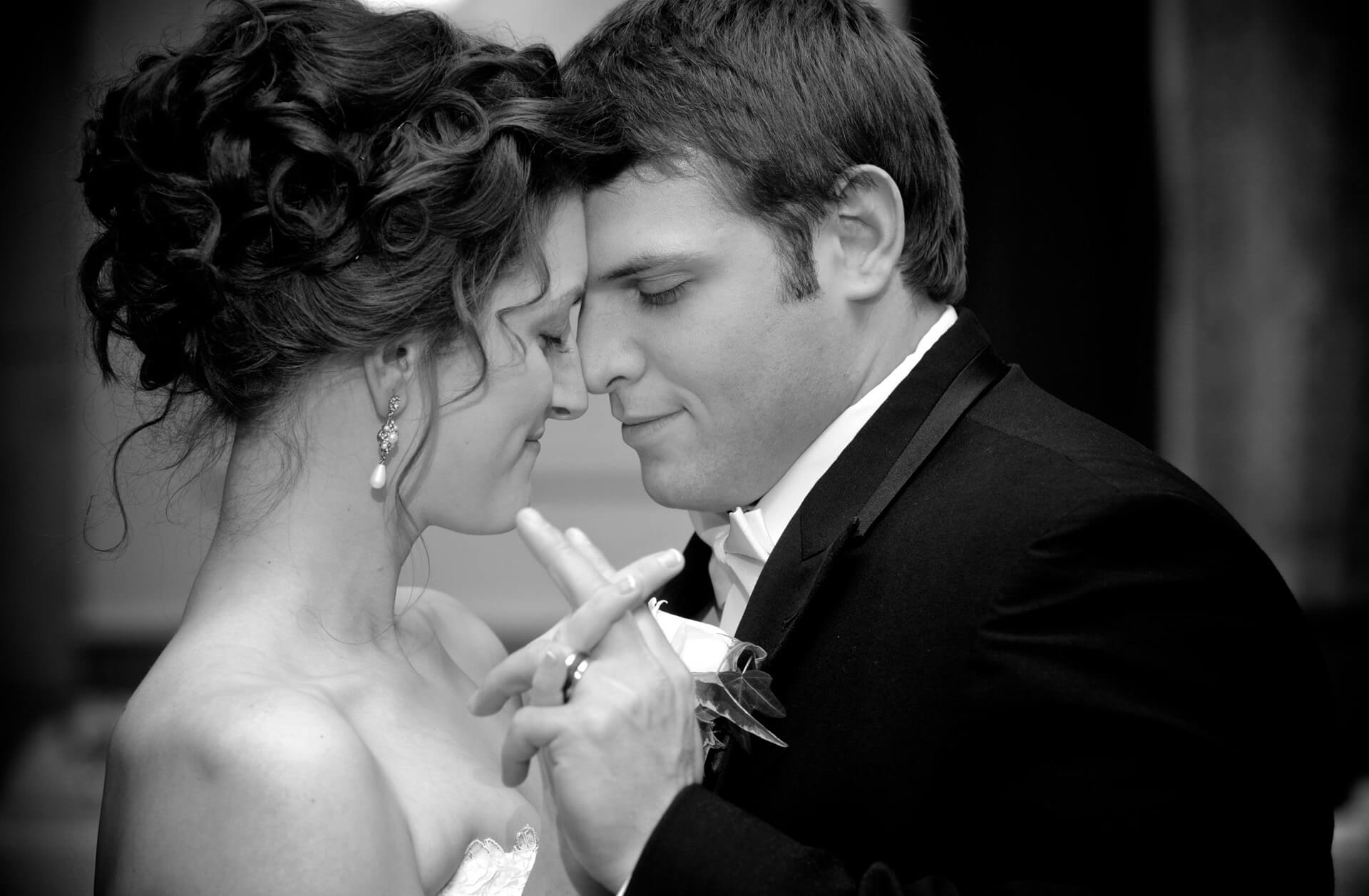 michigan wedding photographer photographs a couples first dance that the Inn at St. John's in Plymouth, Michigan.