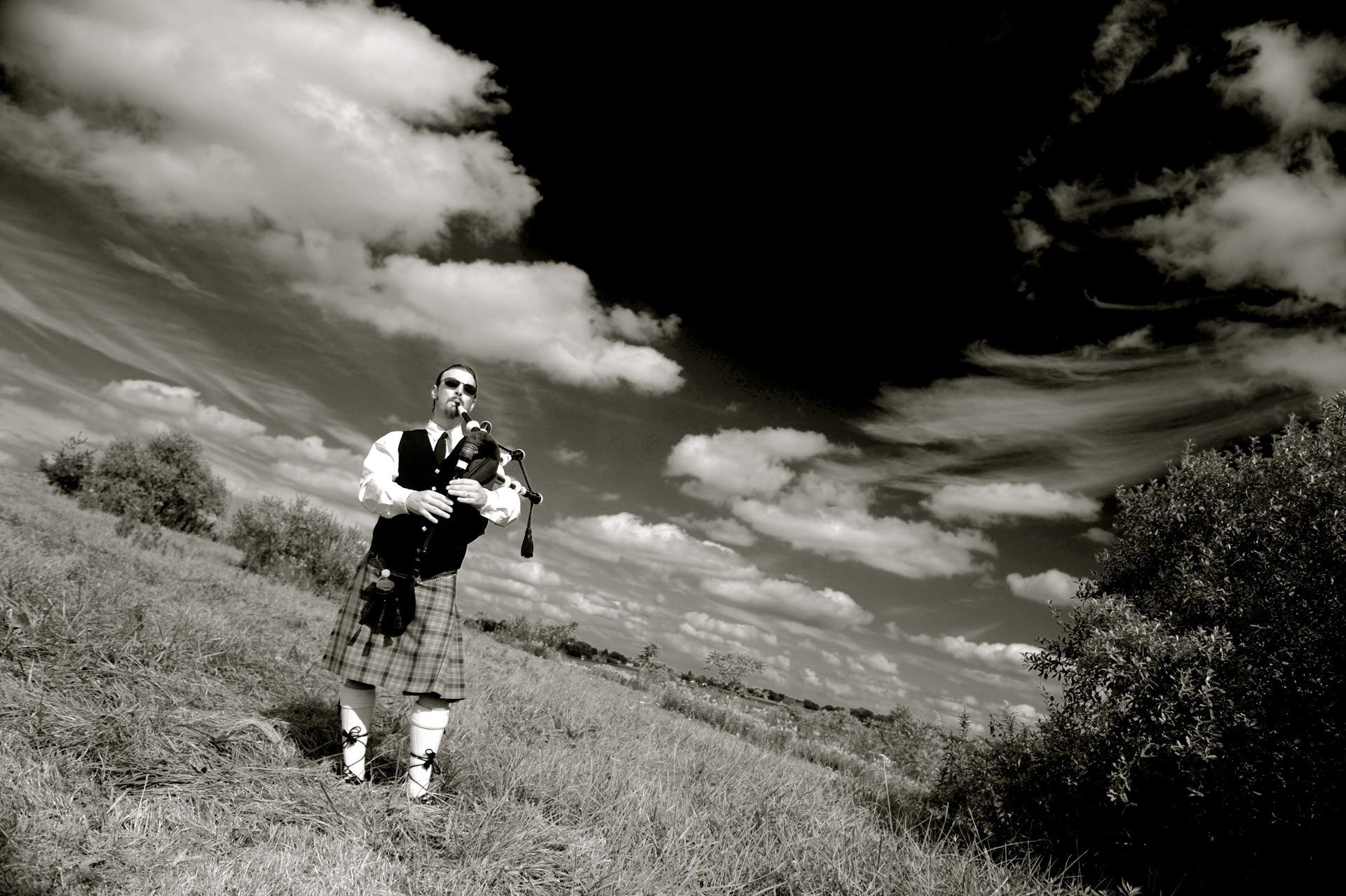 A farm wedding in Michigan also featured a bag piper as he roams the heathers, I mean the hills of a Michigan country wedding.