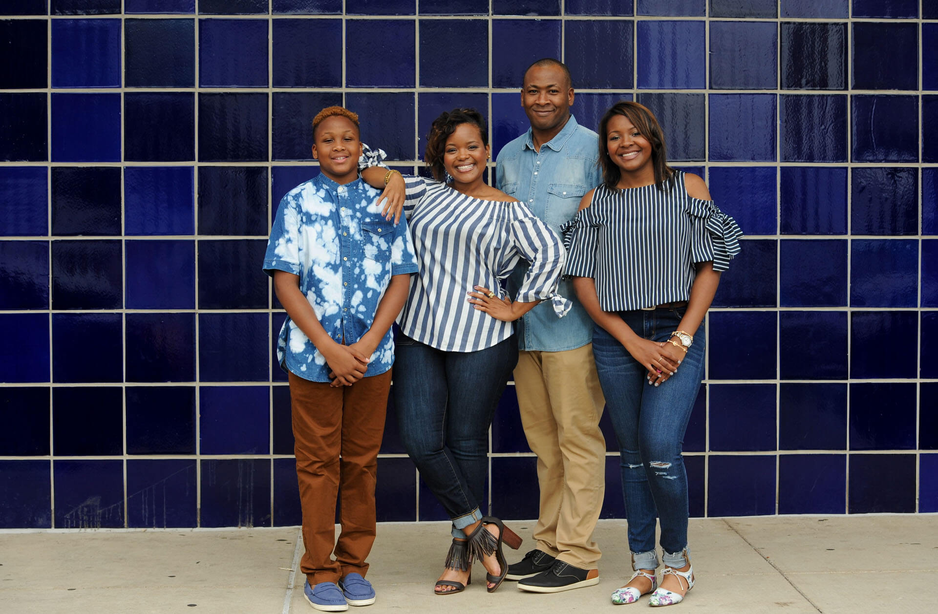 Fun family photo for clients looking for fun, casual family photos in Detroit, Michigan.