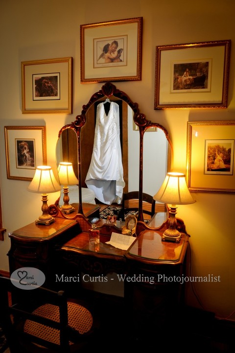 Wellers has an off site spot for their brides to get ready in an antique house very nearby in Saline Michigan.