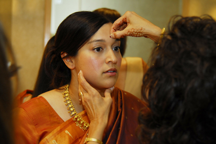 Michigan wedding photography includes photos of the bride getting her bindi placed on her forehead