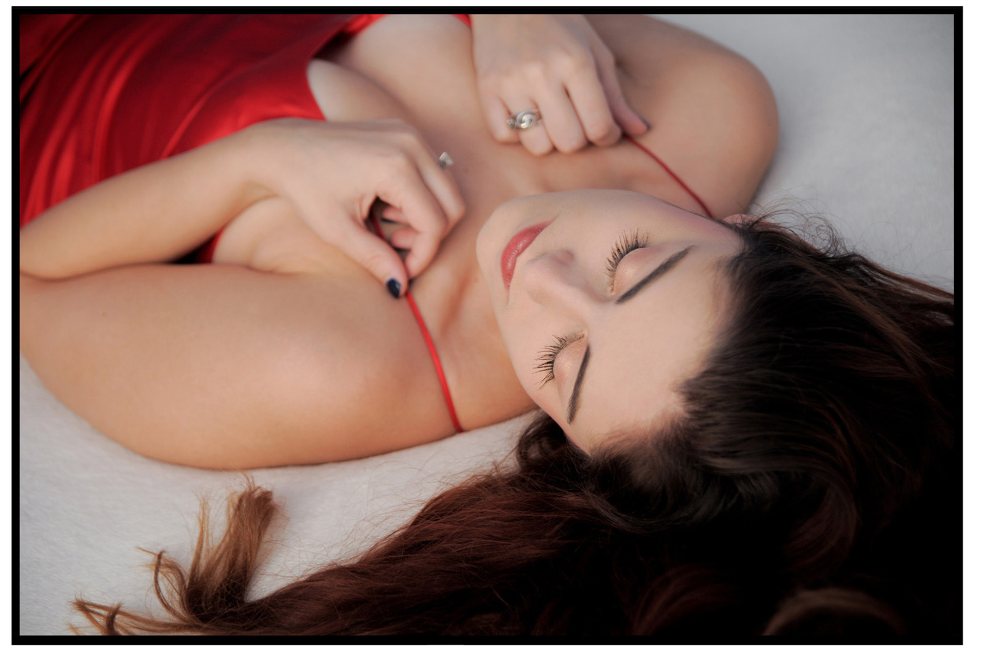 Troy, Michigan based female photographer takes fun and tasteful boudoir photos.