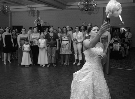 Michigan wedding photojournalist shoots for 8 hours