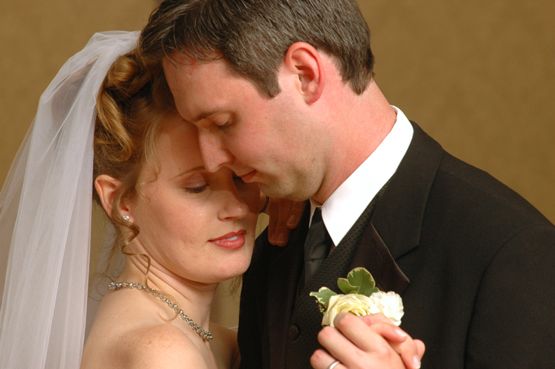 wedding photo gallery and photoalbums shot by an Oakland County wedding photojournalist