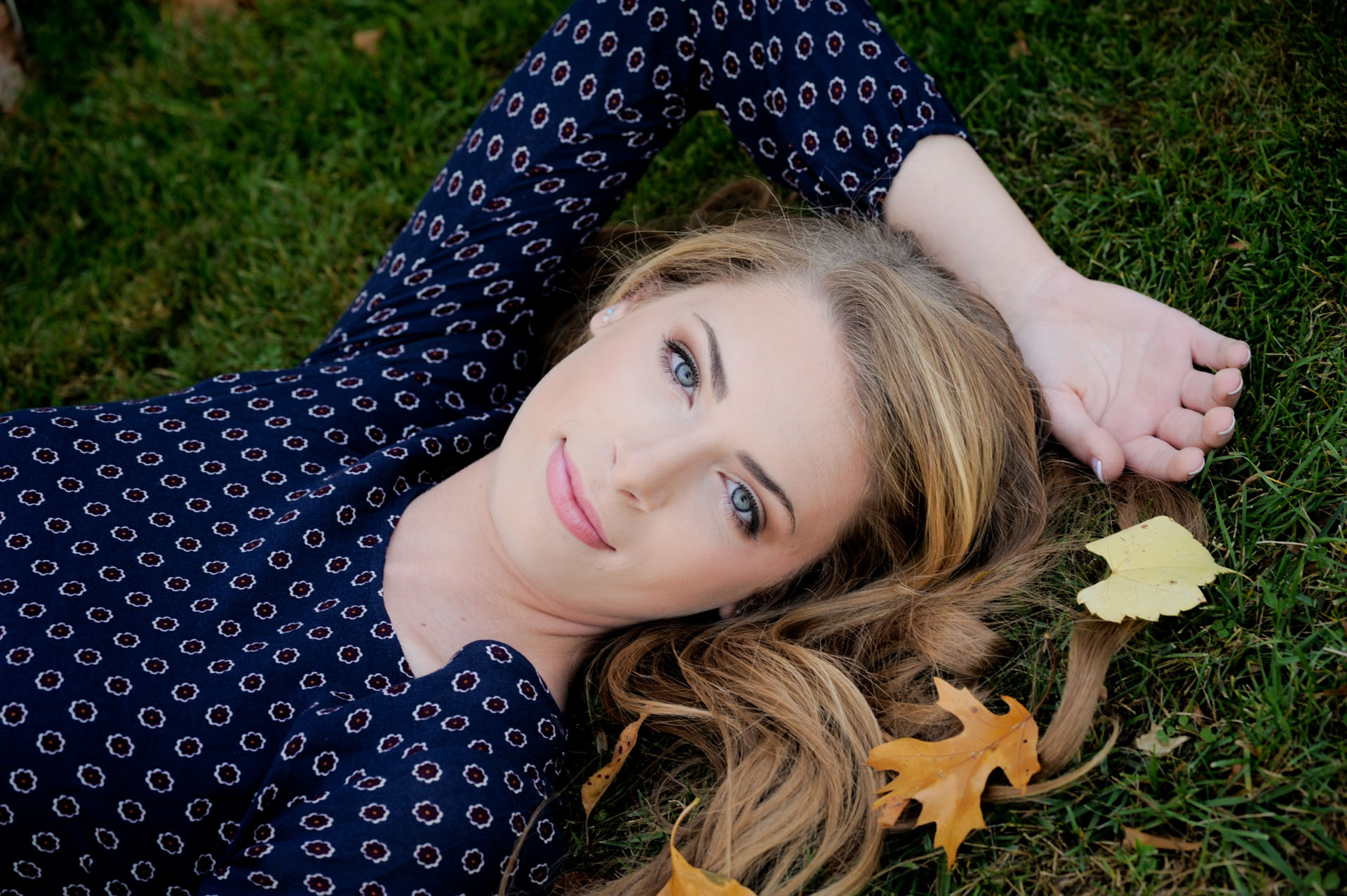Troy, Michigan senior photos of a high school senior playing with leaves during her Troy Senior Photo shoot.